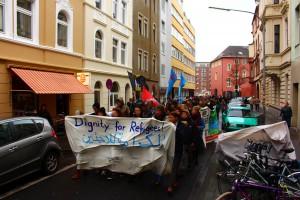 Demo gegen die Zustände in der Unterkunft Humboldt/Gremberg